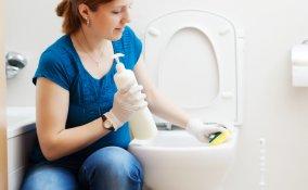 bagno pulizia prodotti ecologici igiene lavaggio profondo aceto bicarbonato