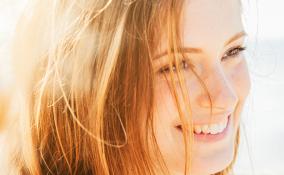 6 dritte per preparare i capelli allo stress del sole estivo