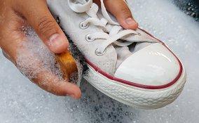 come pulire scarpe bianche