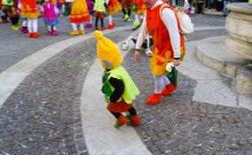 costume troll  fai da te, costume halloween fai da te, cappello troll fai da te