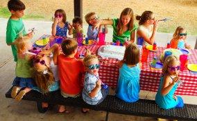 apparecchiare tavola merenda, decorare tavola bambini