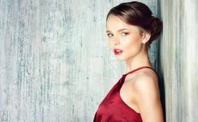 trucco, vestito rosso, make-up giusto