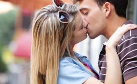 giornata mondiale del bacio, giornata mondiale del bacio 2018, bacio poesie, bacio frasi