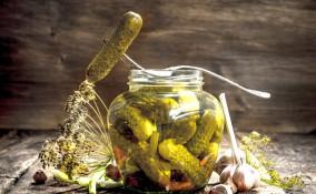 Come fare i cetrioli in agrodolce da conservare per l'inverno