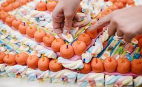 come fare torte marshmallow, marshmallow torte decorate