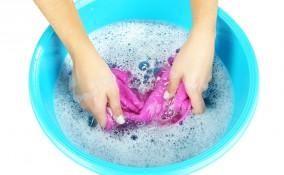 lavare a mano, maglietta, pulizia efficace