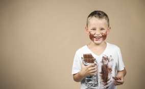 come togliere macchie cioccolata, macchie cioccolata vestiti, macchie cioccolato vestiti