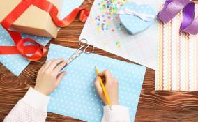 come riciclare carta da regalo, riciclare carta regalo, lavoretti riciclo carta