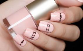 nail art, smalto rosa, decorazioni