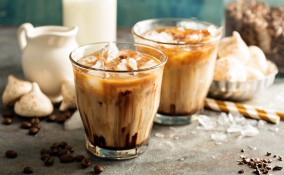 caffè in ghiaccio, latte di mandorla, ricetta