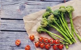 broccoli in padella, pomodorini, pomodori secchi