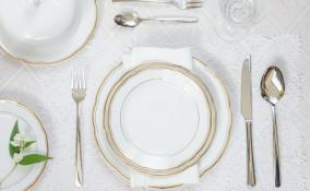 apparecchiare tavola, regole galateo, piatti e posate