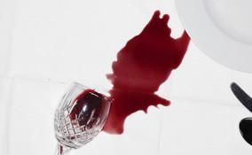 come togliere macchie vino tovaglia, togliere macchie vino