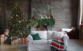 come decorare camino Natale, decorazioni camino natale