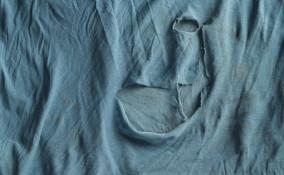Maglietta con buco