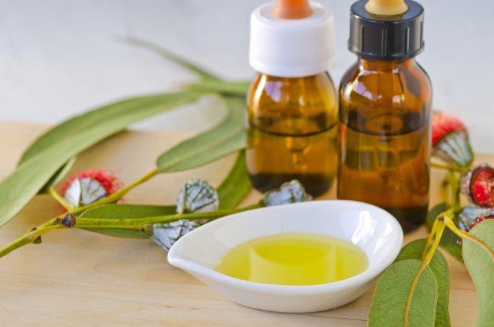 Colluttori alle erbe: quali ingredienti contrastano l'alitosi?