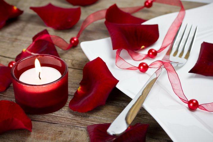 Cenetta a lume di candela, 5 regole da seguire per renderla perfetta