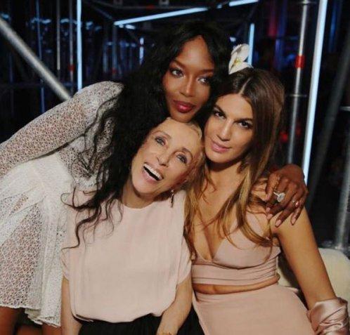 La foto VIP della settimana: Naomi Campbell omaggia la moda con 3 scatti social