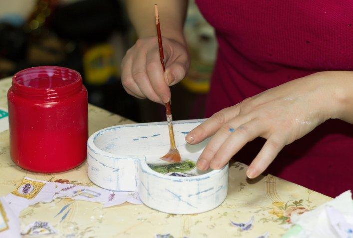 Decoupage con carta e stoffa, quale colla è meglio usare?