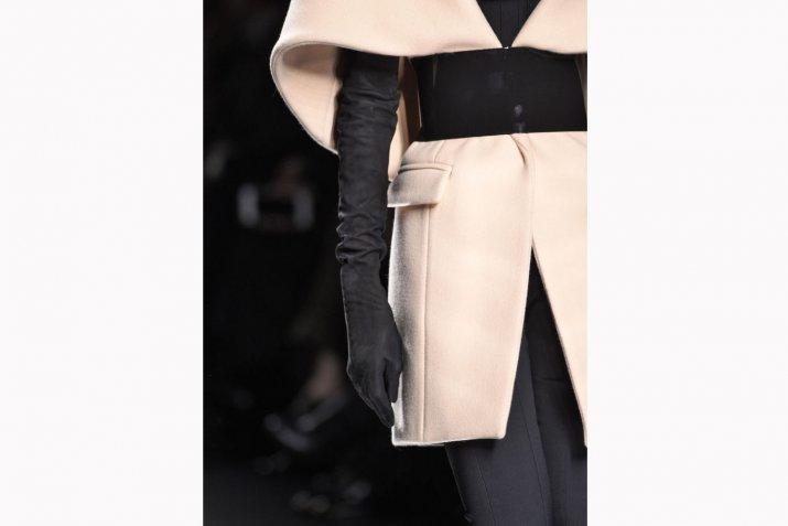 Accessori moda inverno 2017: guanti e manicotti per completare il look