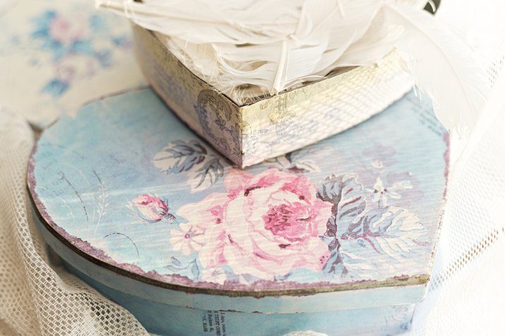 Regali di San Valentino fai da te: la scatola per cioccolatini decorata col decoupage