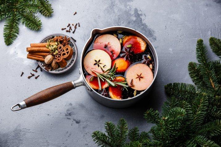 Cocktail d'inverno: la ricetta originale del vin brulé spiegata passo passo