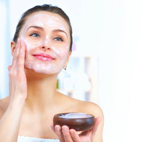 Come riciclare lo yogurt scaduto per una maschera viso nutriente