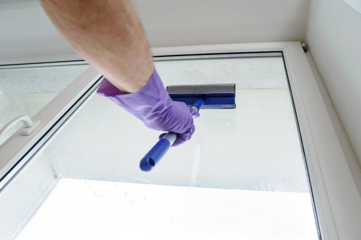 Vetri appannati: come eliminare la condensa senza lasciare aloni