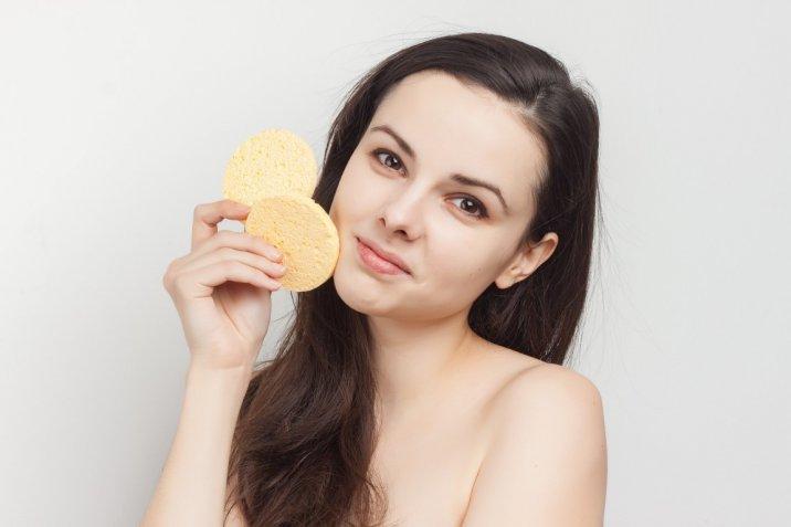 Pulizia del viso: come usare l'olio indiano o quello di ricino per eliminare i punti neri