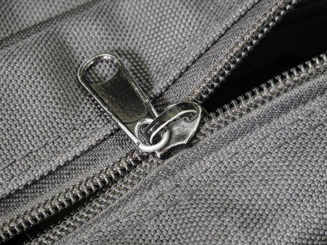 Cerniera lampo rotta: come riparare una zip senza cambiarla