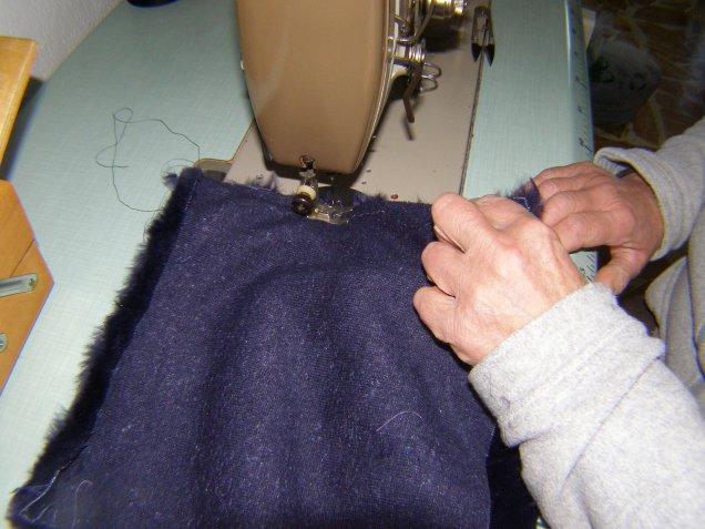 Riciclo creativo della pelliccia: come trasformare un pellicciotto in una borsa a secchiello