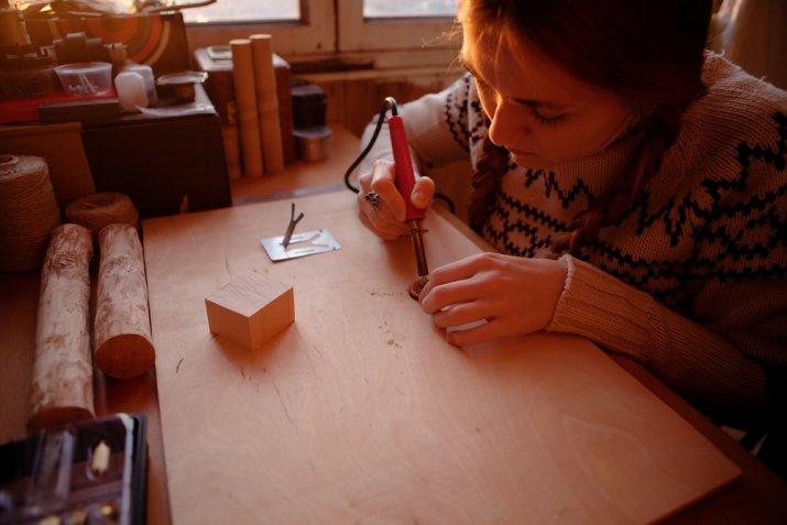 Pirografo per il legno: come si usa per i lavori creativi con la tecnica della pirografia