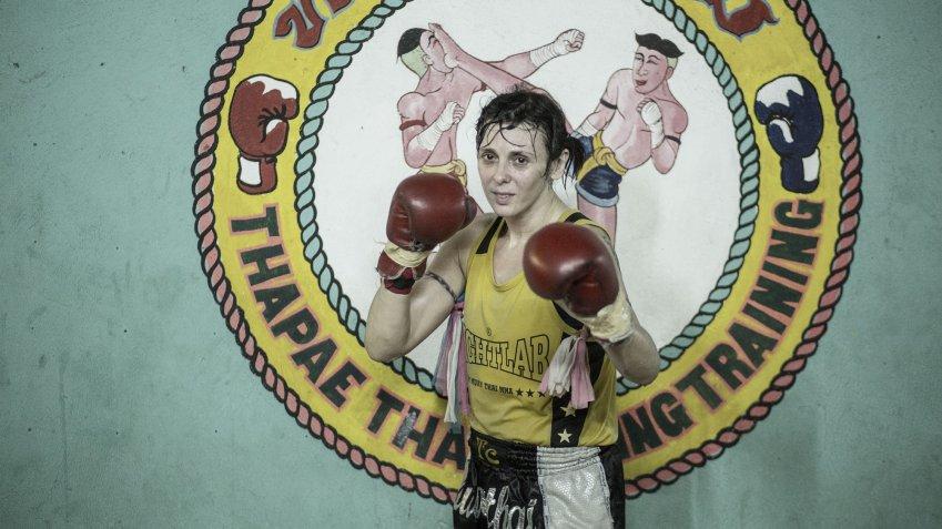Ciao Amore, vado a combattere: la vita straordinaria di Chantal Ughi, dal palcoscenico al ring.