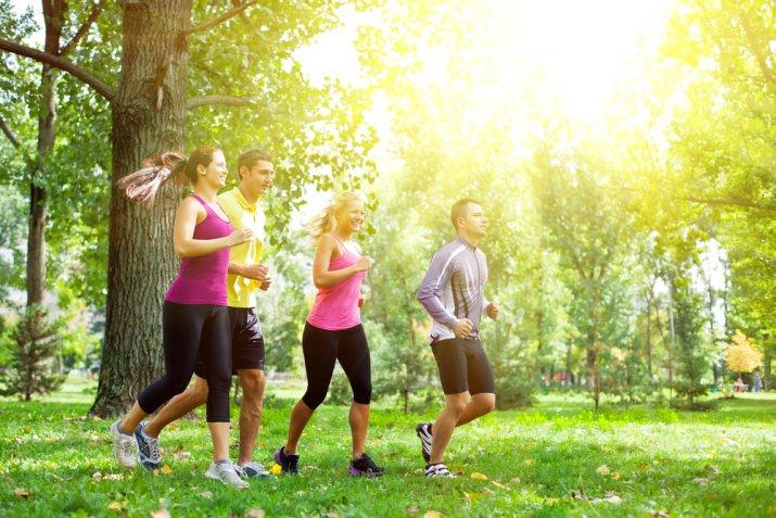 Jogging di primavera, le 7 canzoni da ascoltare mentre fai sport all'aria aperta