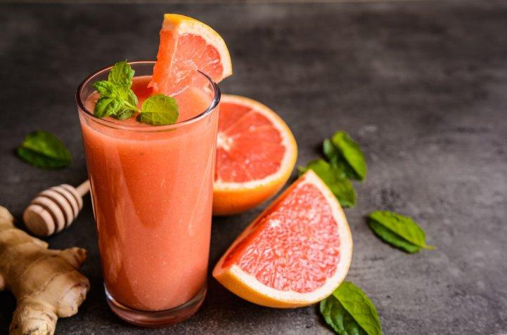 Frullati di frutta primaverile, i magnifici 3 con le delizie di stagione