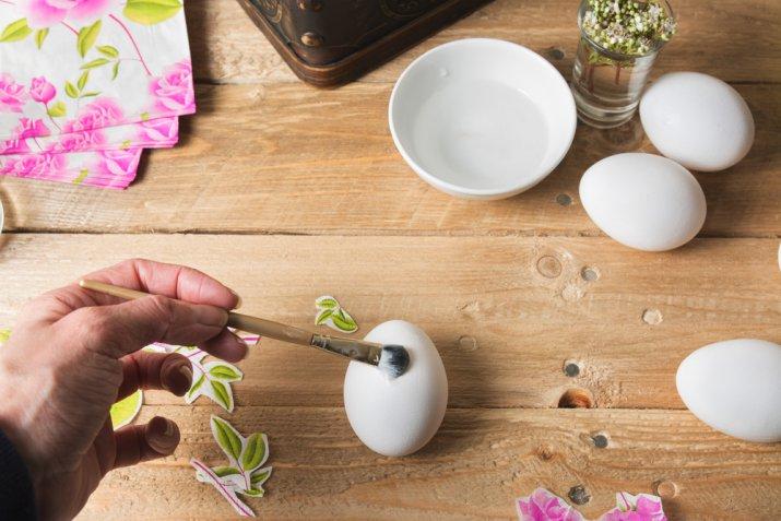 Come decorare le uova di Pasqua con il decoupage