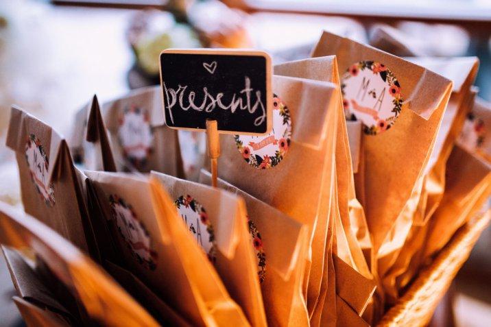 Come organizzare un matrimonio boho chic perfetto, dall'abito alle bomboniere