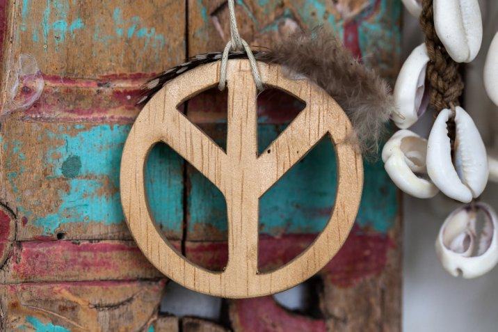 Moda anni 70, i 7 capi must femminili per rivivere la gloriosa decade hippy