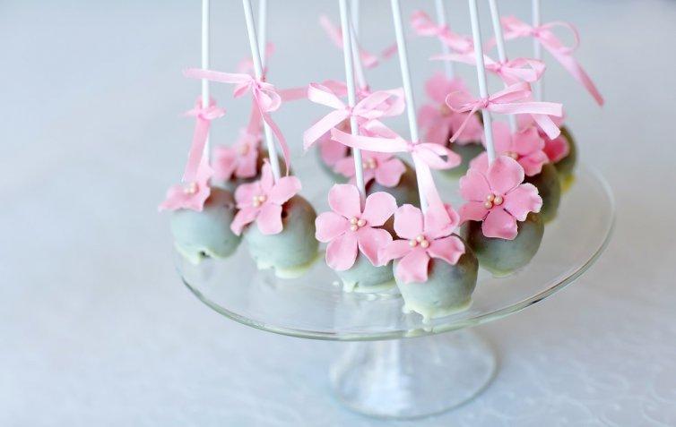 Cake pops, la ricetta per realizzarli e 10 idee per decorarli in maniera originale