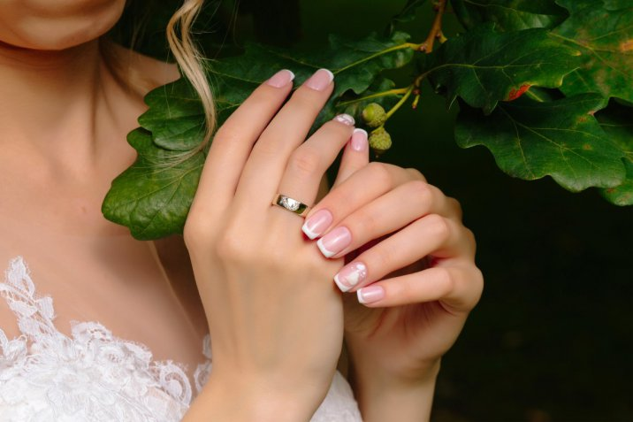 Nail art sposa: come decorare le unghie in modo romantico e chic per il matrimonio