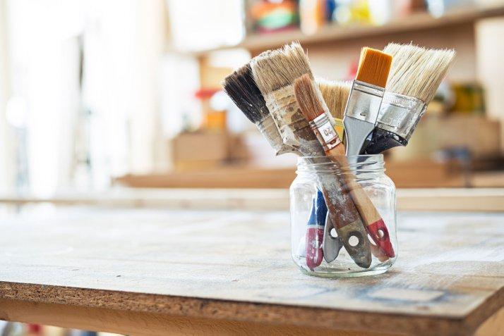 Portafiori fai da te, come farli con i barattoli di vetro decorati con il decoupage
