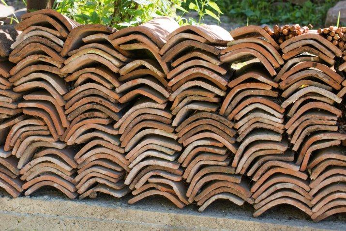 Come decorare una tegola di terracotta con il decoupage per arredare casa e giardino