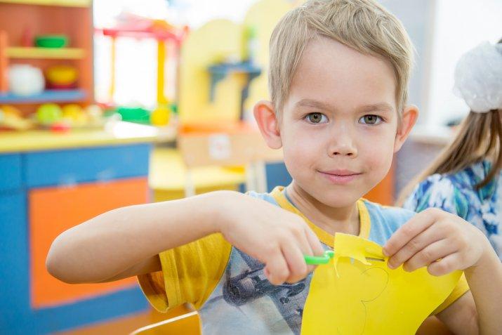 Attività di decoupage per i bambini, 5 idee divertenti per l'estate
