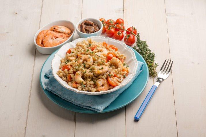 Insalata di riso e farro, come si prepara e 3 opzioni diverse per condirla