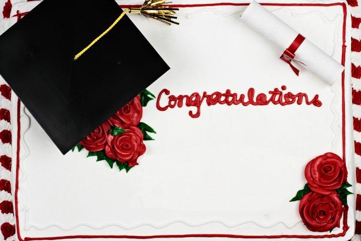 Torte per la laurea, 5 decorazioni in pasta di zucchero per festeggiare il traguardo