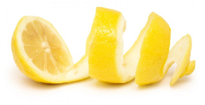 Come eliminare i cattivi odori della spazzatura per un'estate a prova di naso
