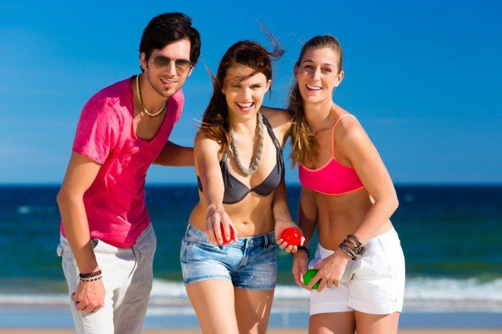 Giochi da fare in spiaggia, 7 idee per divertirsi con gli amici