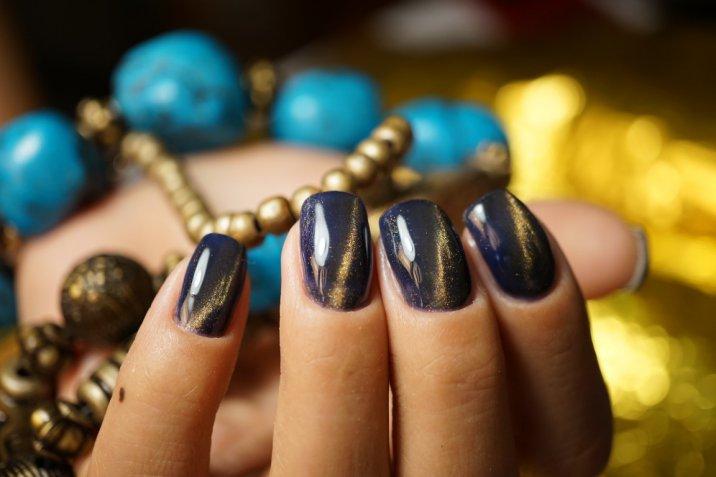 Nail art di San Lorenzo: 7 decorazioni per le unghie con luna e stelle