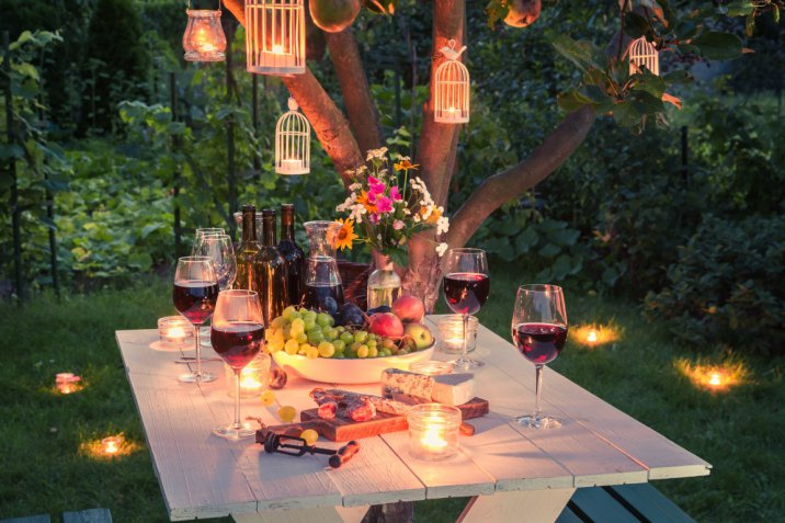 Party di fine estate, come organizzarlo e come decorare la tavola a tema