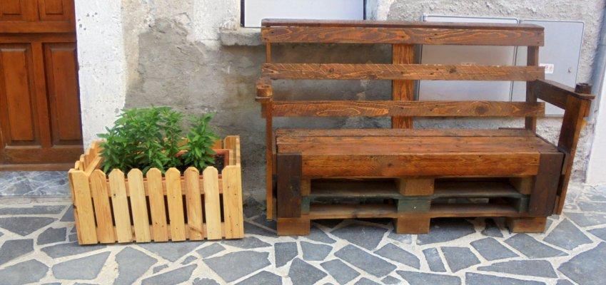 Good fioriera in legno con materiali di recupero come for Costruire fioriera legno